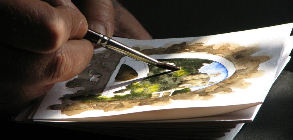 Ein talentierter Maler zeichnet ein Bild